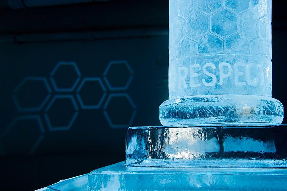 lelo hex scultura di ghiaccio al party di Londra