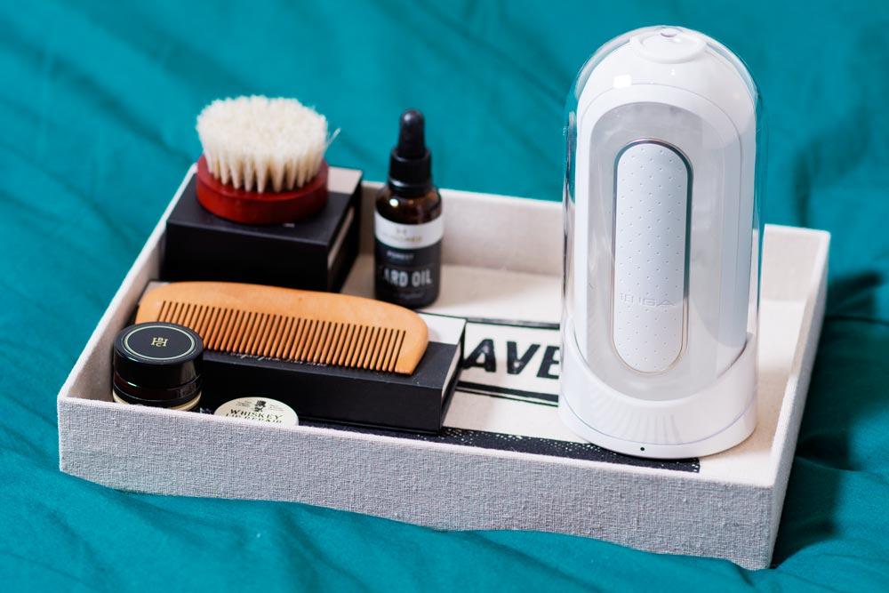 Tenga Flip Zero EV insieme ai prodotti da barba