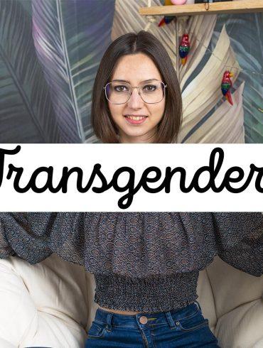 cartello con scritta transgender