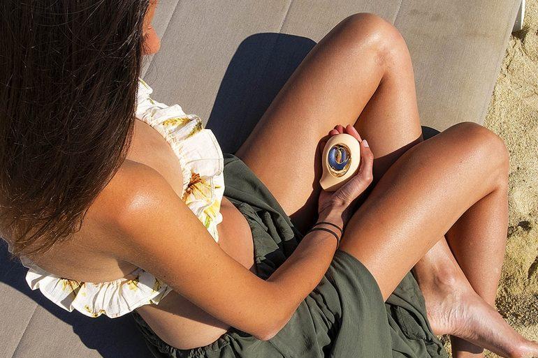 sex toy succhia clitoride su lettino spiaggia